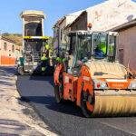 El Ayuntamiento de Almodóvar aplica un nuevo asfaltado sobre 5.100 metros cuadrados en calles de La Viñuela