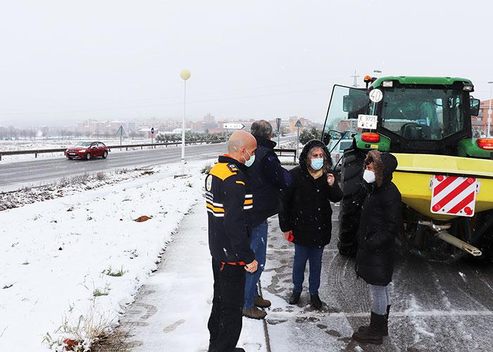 Un dispositivo de medio centenar de personas asegura la normalidad durante los dos días de nevada