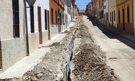 El Ayuntamiento de Almodóvar ejecuta ya las obras de renovación de la red de agua potable en la calle Martín Gutiérrez