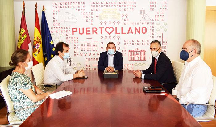 Adolfo Muñiz ofrece su disposición a apoyar y dinamizar la actividad empresarial y comercial